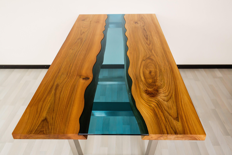 Bunter Esstisch aus Massivholz Ulme + Edelstahlbeine - WoodyRiver